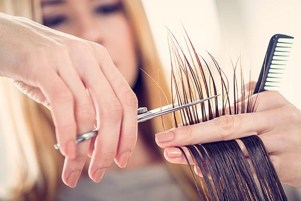 ¿De verdad cortar las puntas hace que el pelo crezca?