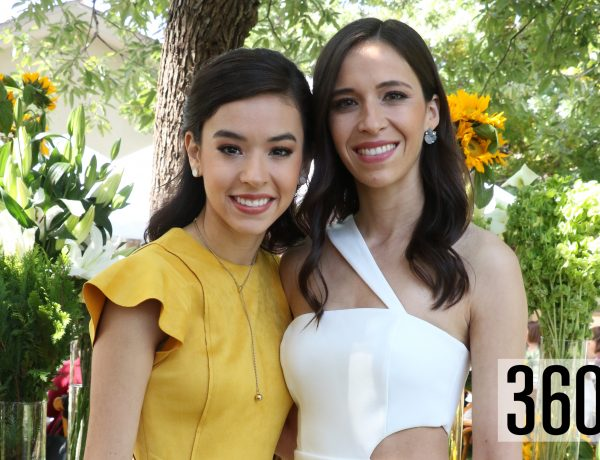 Iza con su hermana María López de la Garza.