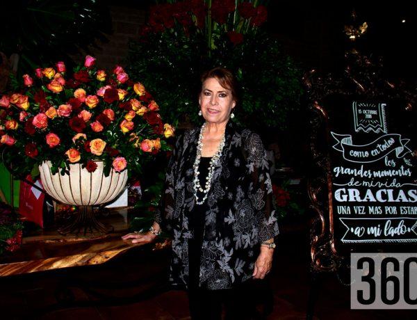 Conchita de Valle celebró sus siete décadas en la fiesta que le organizaron sus hijos Jesús, Luis Fernando, Marcelo y Verónica Sánchez de Valle.