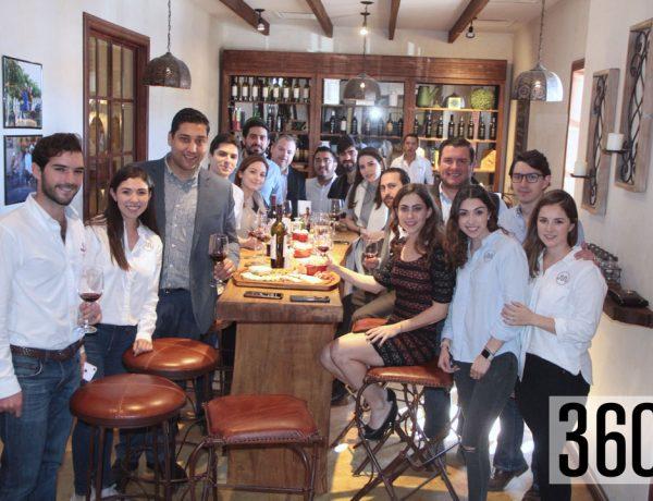 Integrantes de la comisión de empresarios jóvenes Coparmex Coahuila Sureste a cargo de Marimar Treviño y la comisión de empresarios jóvenes de Nuevo León a cargo de su presidente Héctor Cortez.