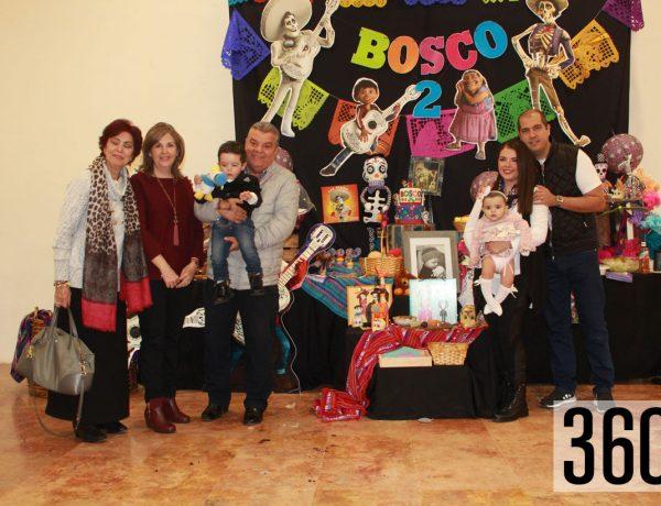Bosco con sus padres y abuelos.