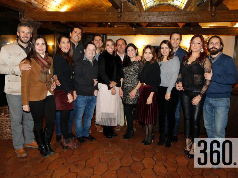 José Pilar y María del Carmen organizaron una posada para sus amigos