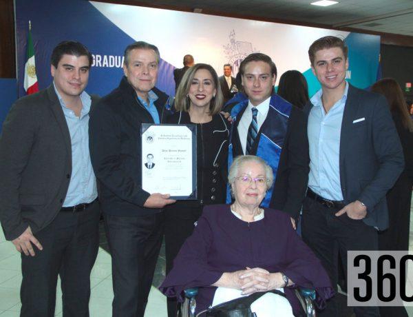 Alejandro Palacios, Alejandro Palacios Olivas, Alejandra Maycotte, Diego Palacios, Daniel Palacios y María Elena Olivas.