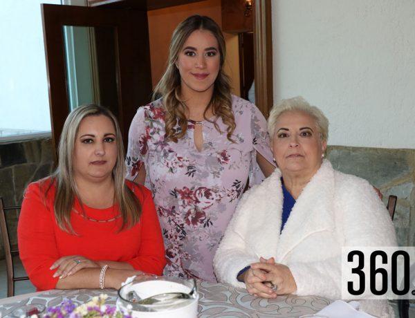 Marcela con María Teresa Ríos de Saldaña y Sonia Saldaña de Carmona.