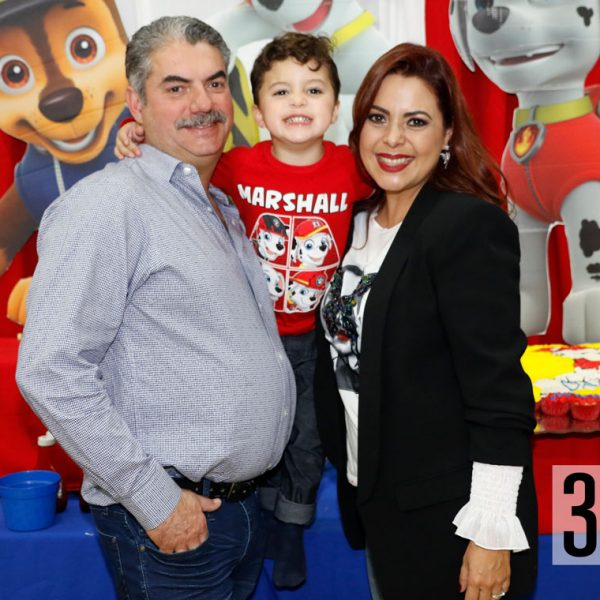 Daniel González, Daniel González e Itzel Villegas de González.