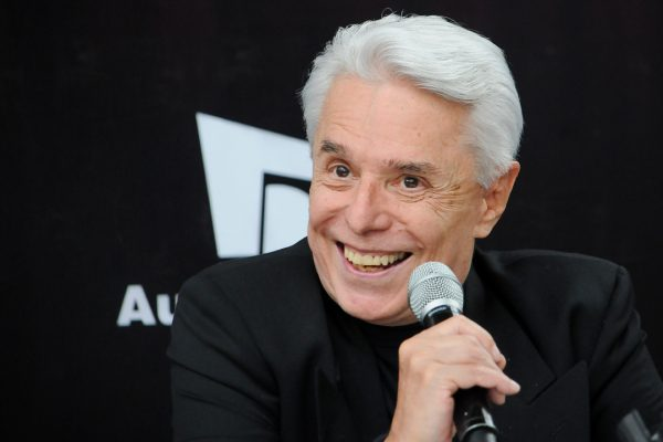 Enrique Guzmán no ha participado en una obra de teatro desde hace diez años