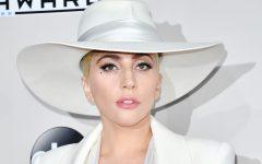 """La cantante enfrenta un montón de rumores sobre una relación secreta con su compañero en """"A star is born"""""""