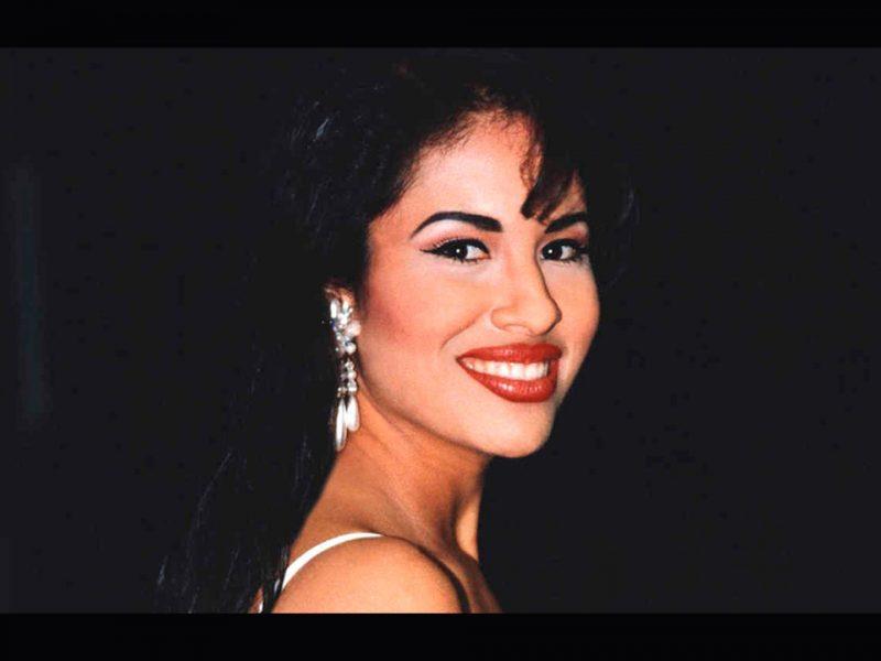 El legado de Selena permanece no sólo en nuestras fiestas, ahora también en nuestra ropa