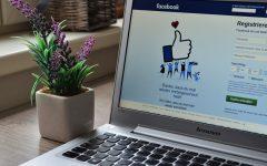 Facebook desea entrar al mercado de los asistentes de voz para hacer competencia a Alexa y Siri