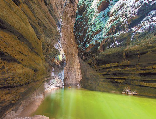 Esta maravilla se encuentra escondida en un profundo cañón y, afortunadamente, es de difícil acceso. Descubre esta maravilla natural.