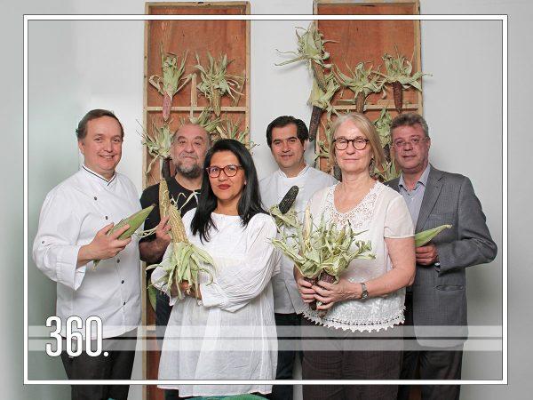 Juan Ramón Cárdenas busca difundir la cocina mexicana a través de un encuentro entre chefs y editores de libros de gastronomía, quienes reflexionan sobre los sabores, aspectos culturales e influencias de los alimentos que nos acompañan a diario en nuestras mesas.