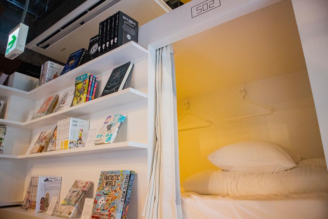 El hotel Manga Art, que abrirá sus puertas en febrero en Tokio, propone a sus huéspedes arroparse con miles de volúmenes de manga entre los que se encuentran joyas desconocidas.