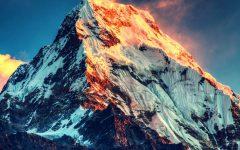 El Monte Everest es la montaña más alta del mundo y una de las favoritas de los alpinistas, quienes arriesgan su vida para conquistar su punta.