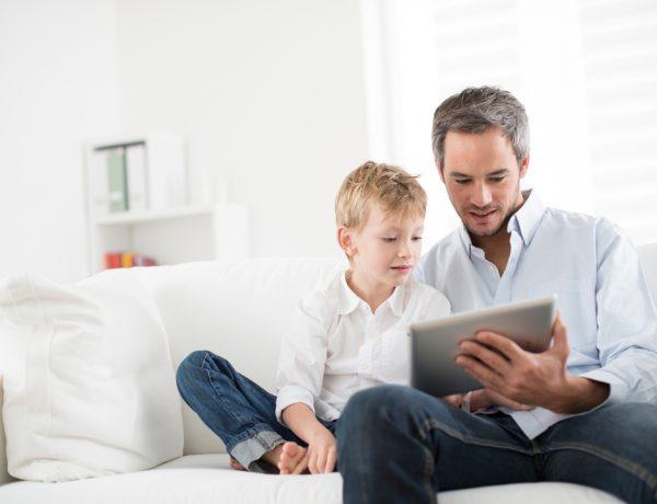 Una de las principales preocupaciones de los padres es la huella digital, es decir, el rastro de datos que dejan sus hijos al usar internet. Pero unas sencillas reglas pueden prevenir sustos futuros.