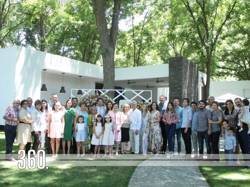 Ximena y Camila y Bernal Rodríguez acompañadas de las familias Bernal Rodríguez y Rodríguez Garza.