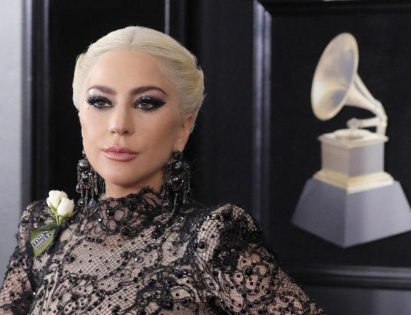 """La revista """"In Touch"""" aseguró que la cantante Lady Gaga se encuentra esperando un bebé del actor Bradley Cooper"""