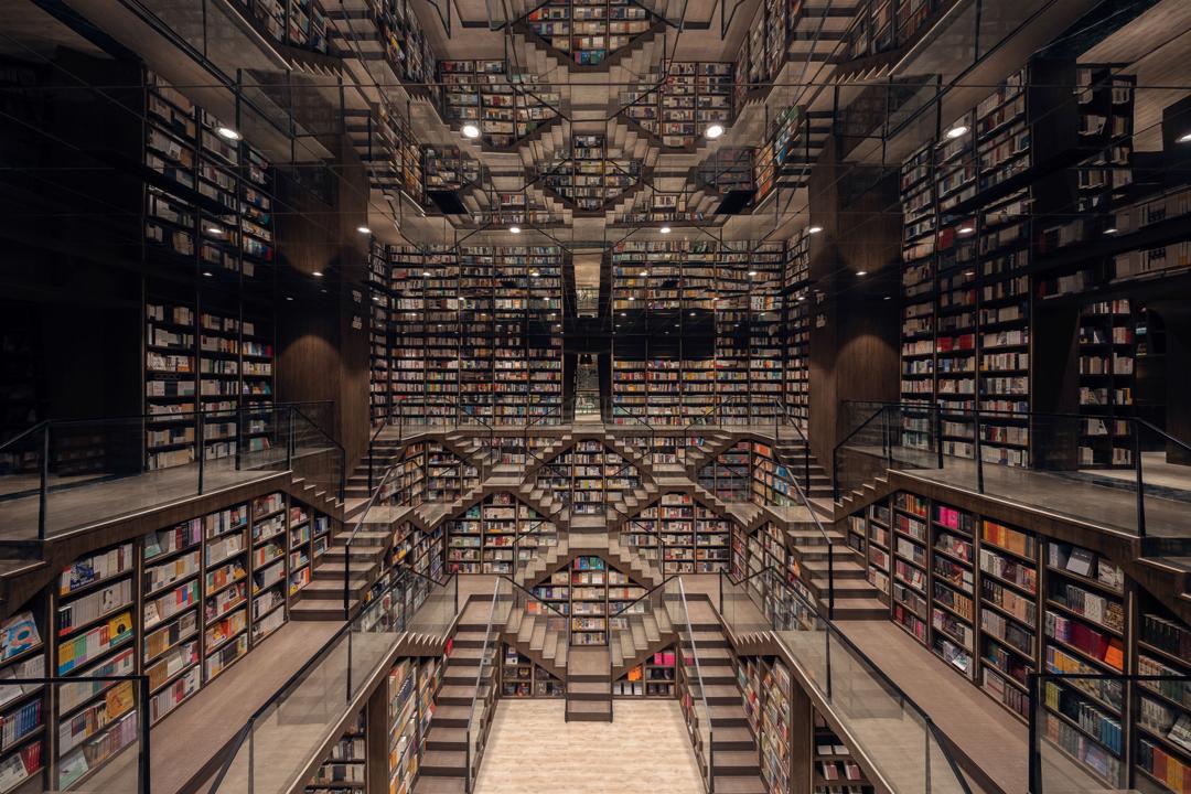 La librería Chongqing Zhongshuge Bookstore, ubicada en China, te transportará a un mundo mágico con su increíble arquitectura.