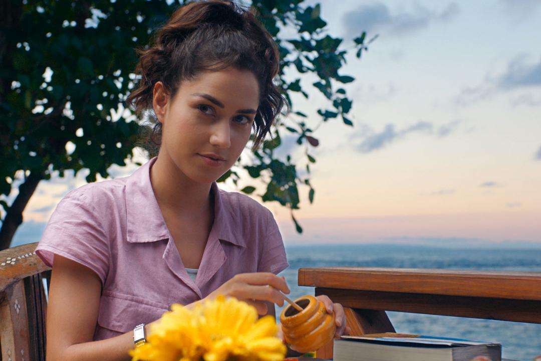 """El tráiler de """"Como si fuera la primera vez"""" nos muestra a los actores Vadhir Derbez y Ximena Romo como los protagonistas Lucy y Henry."""