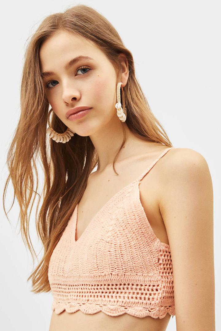 La mezcla perfecta de comodidad y frescura le convierte en la prenda clave del verano, y ciertos tejidos y siluetas demuestran que también puede abandonar su lado más informal para convertirse en algo elegante.