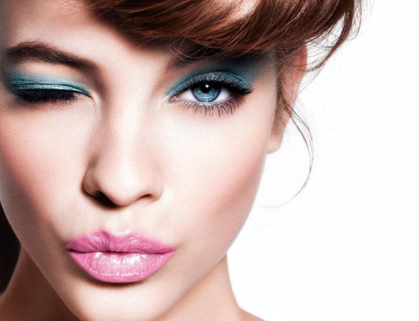 Humedad y altas temperaturas son dos factores que no invitan a recurrir al color en el rostro. Hay soluciones.