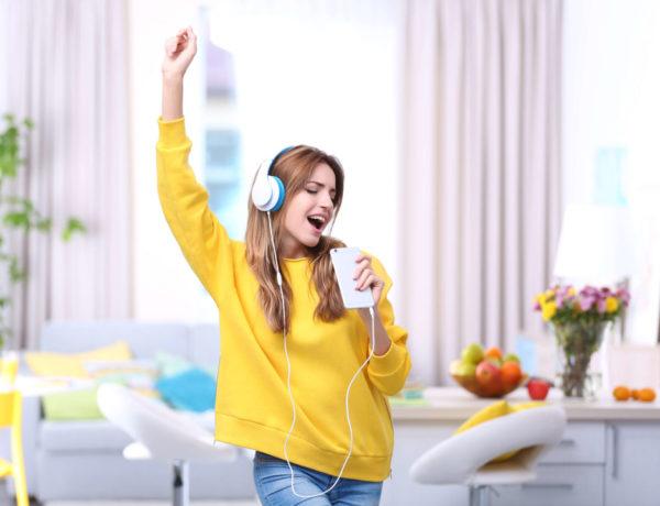 No sólo está demostrado que cantar en grupo ayuda a mejorar nuestro estado de ánimo, también ayuda a las personas que sufren problemas pulmonares y demencia.