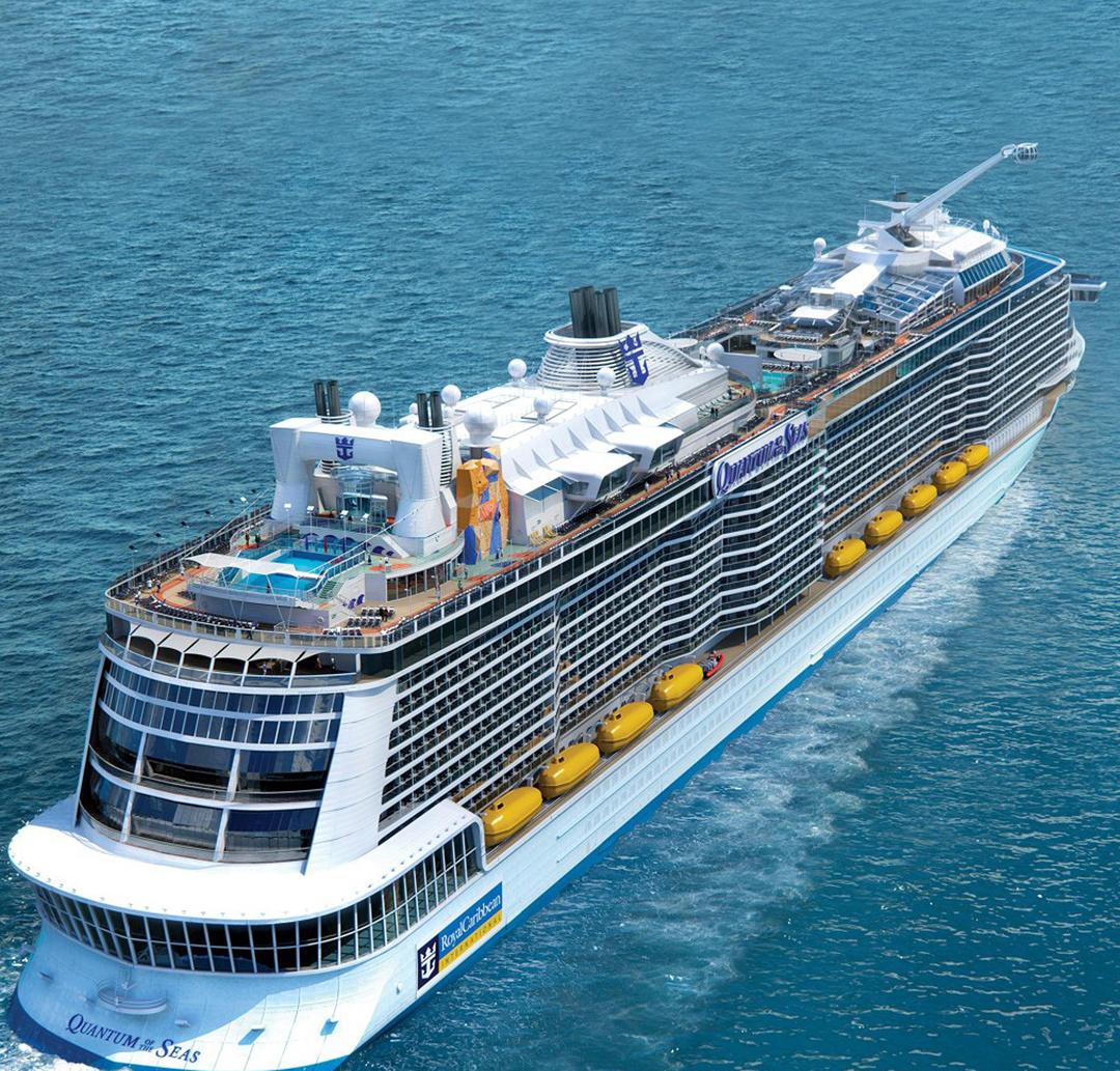 Una imagen del crucero Quantum of the Seas navegando en las aguas del Caribe.