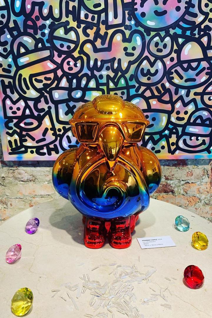 Se trata de una muestra artística que combina el misticismo de la cultura precolombina con elementos de la modernidad.