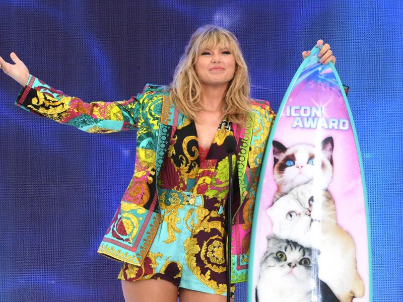 """La cantante Taylor Swift lanzará su álbum """"Lover"""" el próximo 23 de agosto, que incluirá 18 temas, cuatro ediciones deluxe e incluso se habla de colaboraciones con Katy Perry y Ariana Grande."""