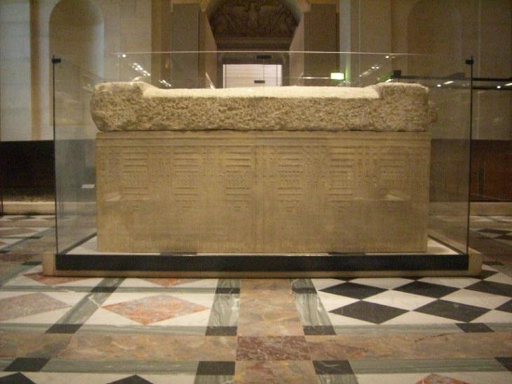 Museo louvre sarcofago fachada