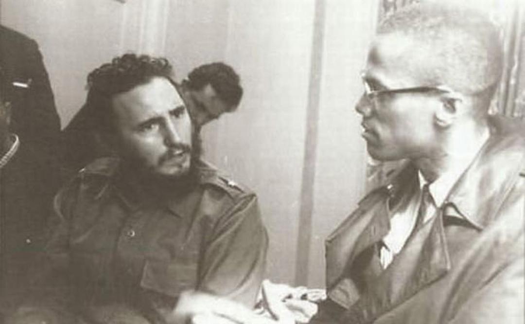 Fidel Castro y Malcolm X discutiendo política y familia, 1960