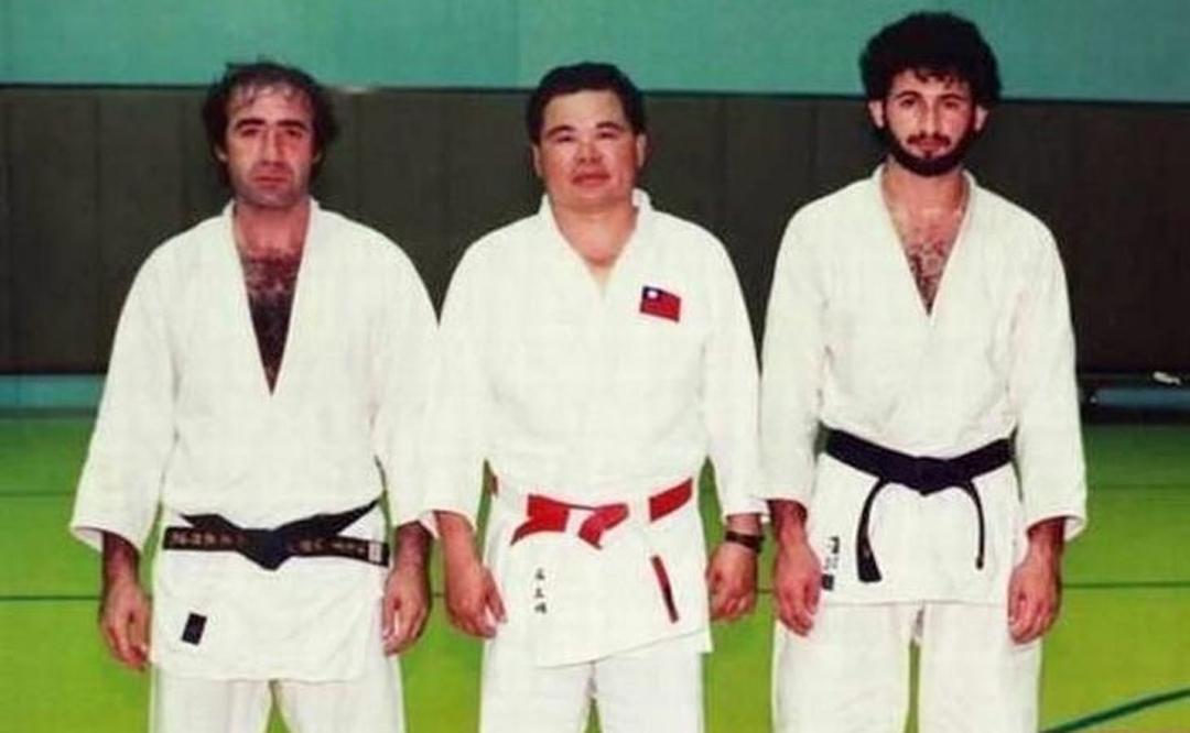Osama Bin Laden después de practicar judo.