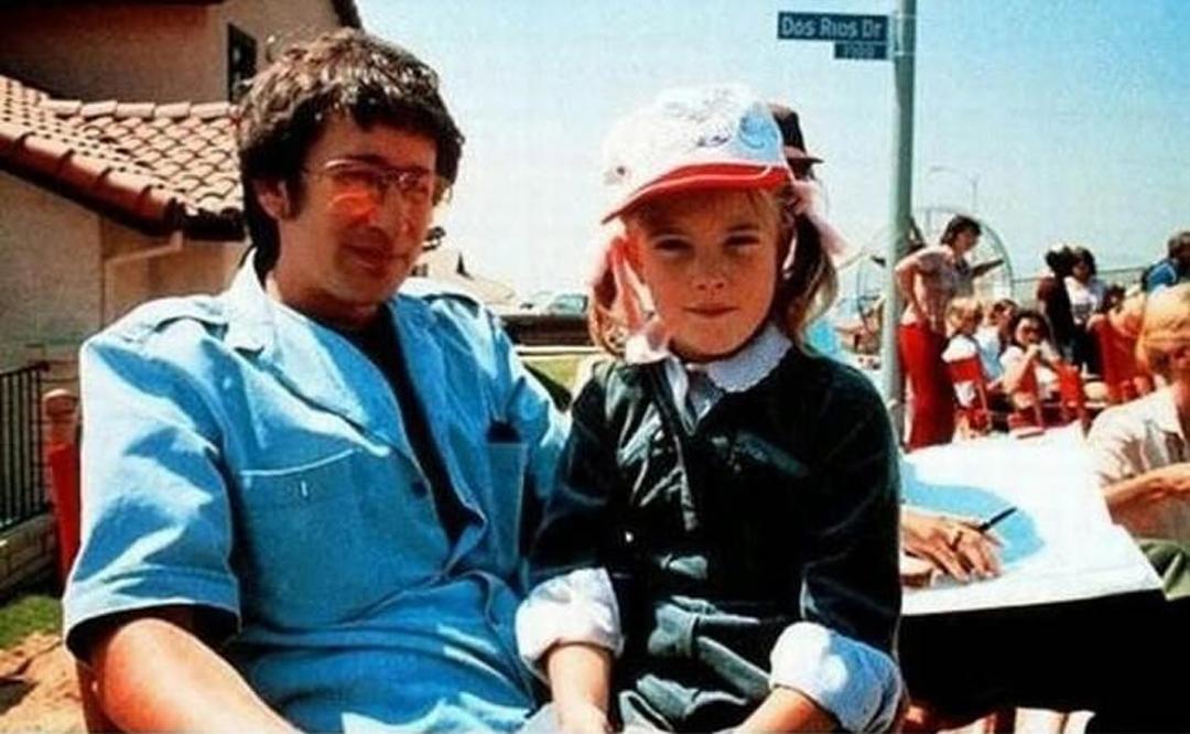Steven Spielberg y Drew Barrymore en el set de 'ET'.