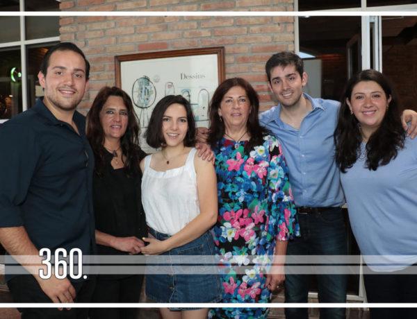 El mismo día de su cumpleaños, sábado 10 de Agosto, Nelida Castilla recibió la sorpresa de una fiesta dentro de las instalaciones del restaurante Pour la France.