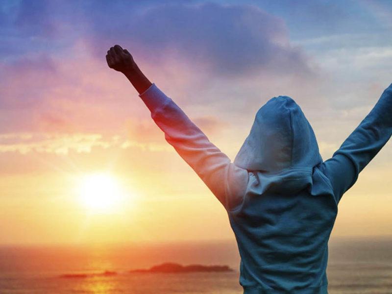 El mensaje es que no importa la cuna ya que esta es solo el inicio, pero de ahí en adelante hay muchos factores que pueden influenciar el camino al éxito