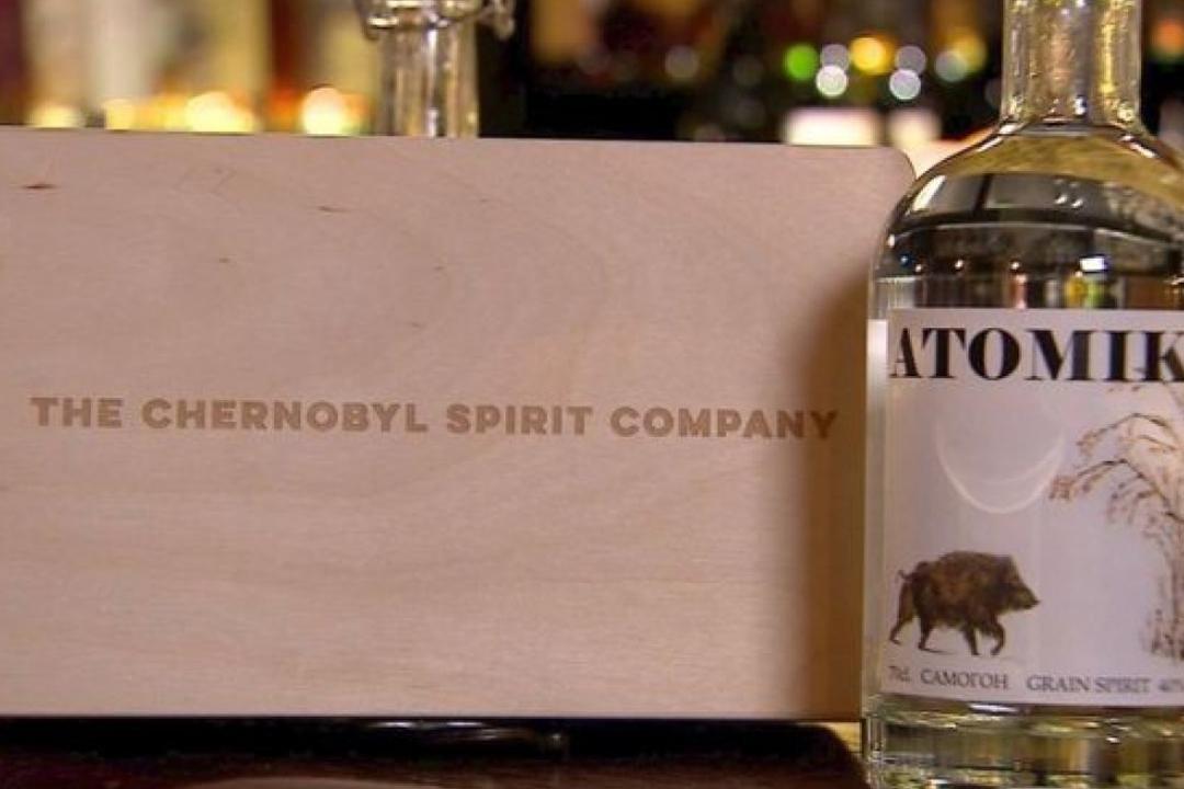 El vodka artesanal Atomik, embotellado por la recién fundada Chernobyl Spirit Company, es un producto creado a partir de ingredientes en zonas radioactivas.
