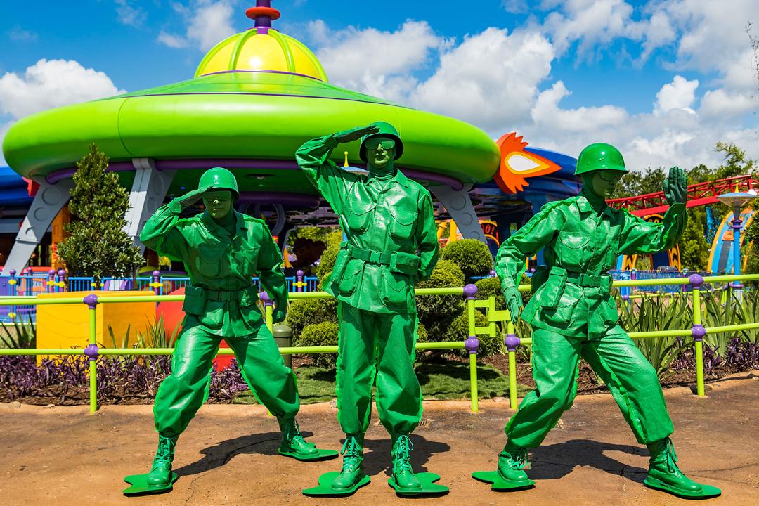"""Te contamos sobre el costo de la entrada, atracciones y otros detalles que te ayudarán a planear tu viaje al nuevo parque """"Toy Story Land"""""""