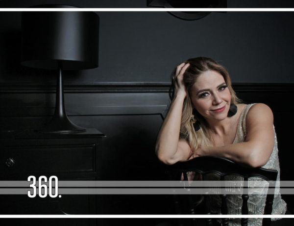 """La actriz y conductora cuenta con un programa de televisión llamado """"Charla con la Luna"""", que se transmite en TV Azteca."""