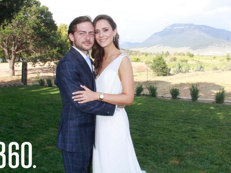 Su boda civil se dio en un evento privado, donde sus mejores amigos y familiares más cercanos les desearon un genial matrimonio.