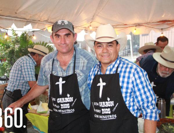 Como evento de clausura para lasactividades de la fiesta patronalde la Parroquia Santa María Reinade los Apóstoles, los feligresesorganizaron el 1er Grill Fest.
