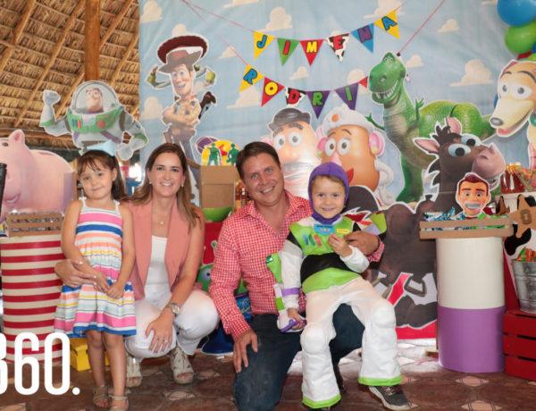Jimena Morelos Dávila, Gloria Dávila, Rodrigo Morelos y Rodrigo Morelos Dávila.
