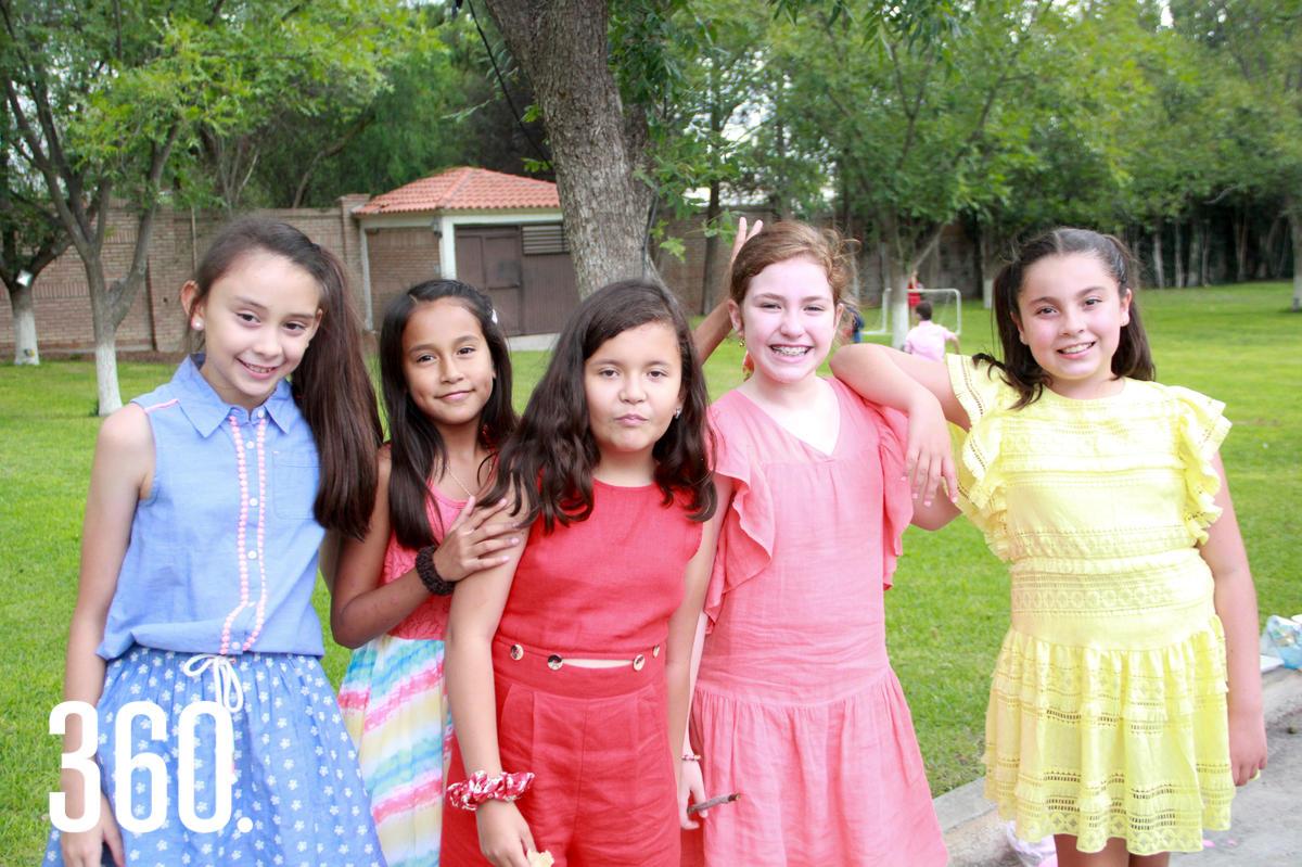 Annie de Hoyos, Sofía Aguirre, Constanza Rivas, Mariana Aguirre e Irene Velázquez.