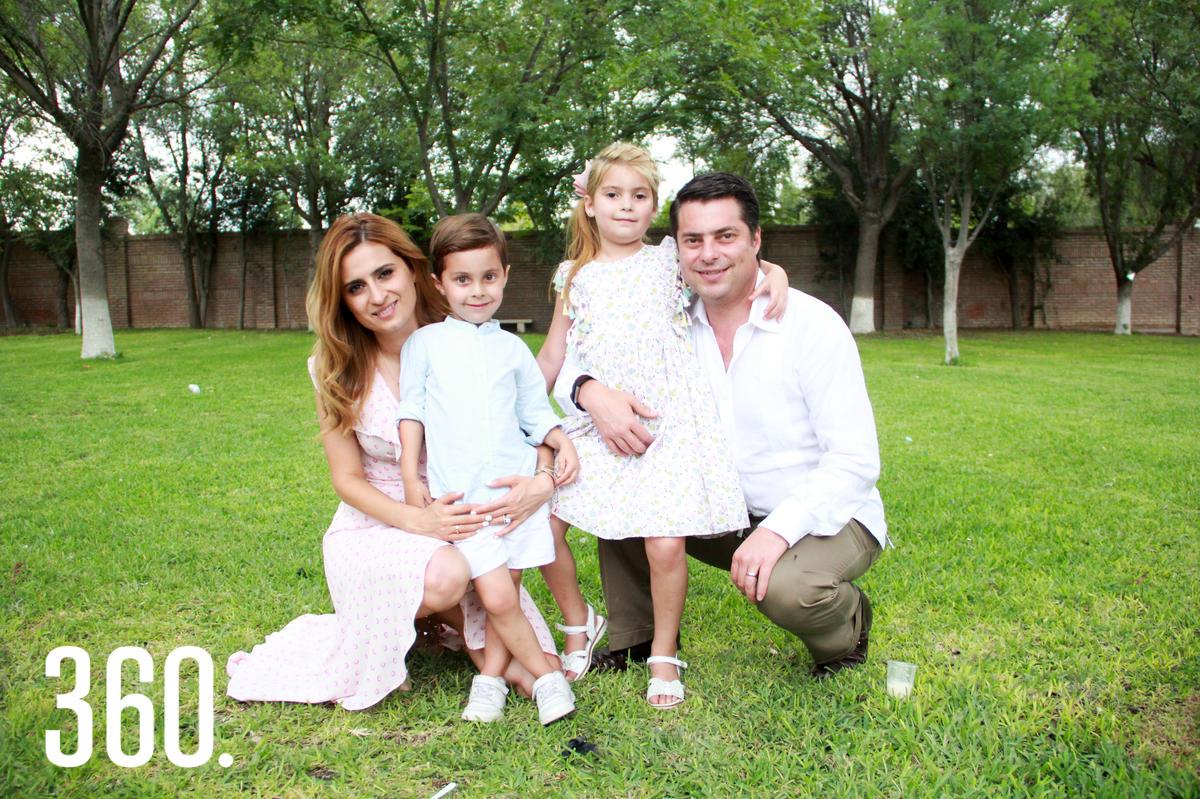 Lilia Hiarmes, Enrique, Lilia y Enrique Martínez.