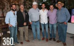Rodrigo Quintanilla con sus organizadores Félix Pascua, Eduardo Ortiz de Montellano, Humberto Galindo, Alejandro Dainitin y Luis Gustavo Quintanilla.