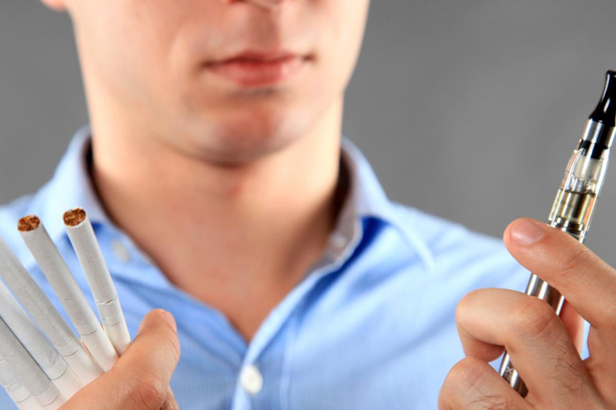 La moda del vaping o vapeo surgió como una alternativa de los cigarros tradicionales, pero estudios recientes demuestran que es igual de dañino.