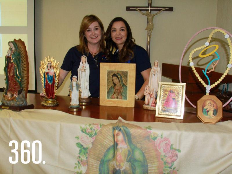 Patricia Cárdenas y Ayme Aguirre directora de NET Saltillo junto a las imágenes de advocaciones marianas.