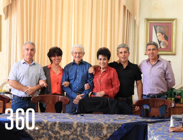 Marcelo Valdés y María Eugenia Narro con sus hijos, María Eugenia, Alberto, Armando y Marcelo Valdés Narro.