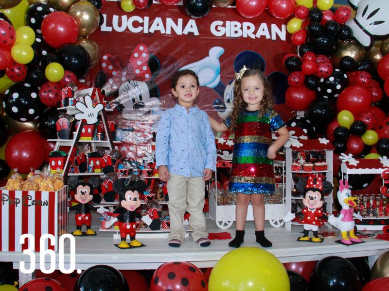 Jesús Gibran García y su prima Luciana Arzamendi González celebraron sus tres años al estilo de Mickey y Mimí Mouse.