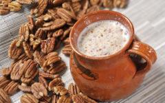 El atole es una de las bebidas más mexicanas y creativas, pues existen decenas de variedades con toda clase de ingredientes.