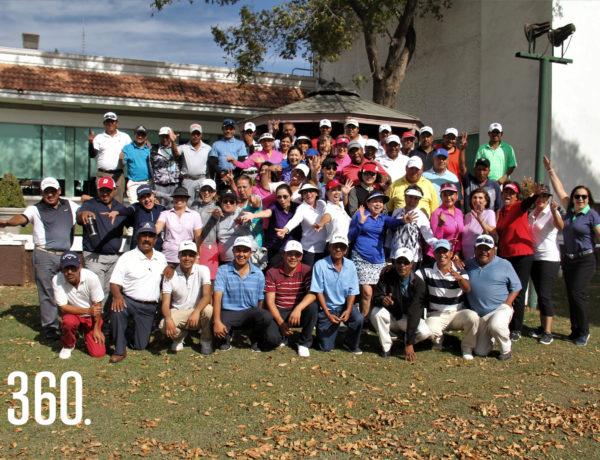 """Las damas golfistas del Club Campestre de Saltillo participaron en la XXIX edición del torne de golf """"Mi Caddie y Yo"""", acompañadas por sus caddies."""