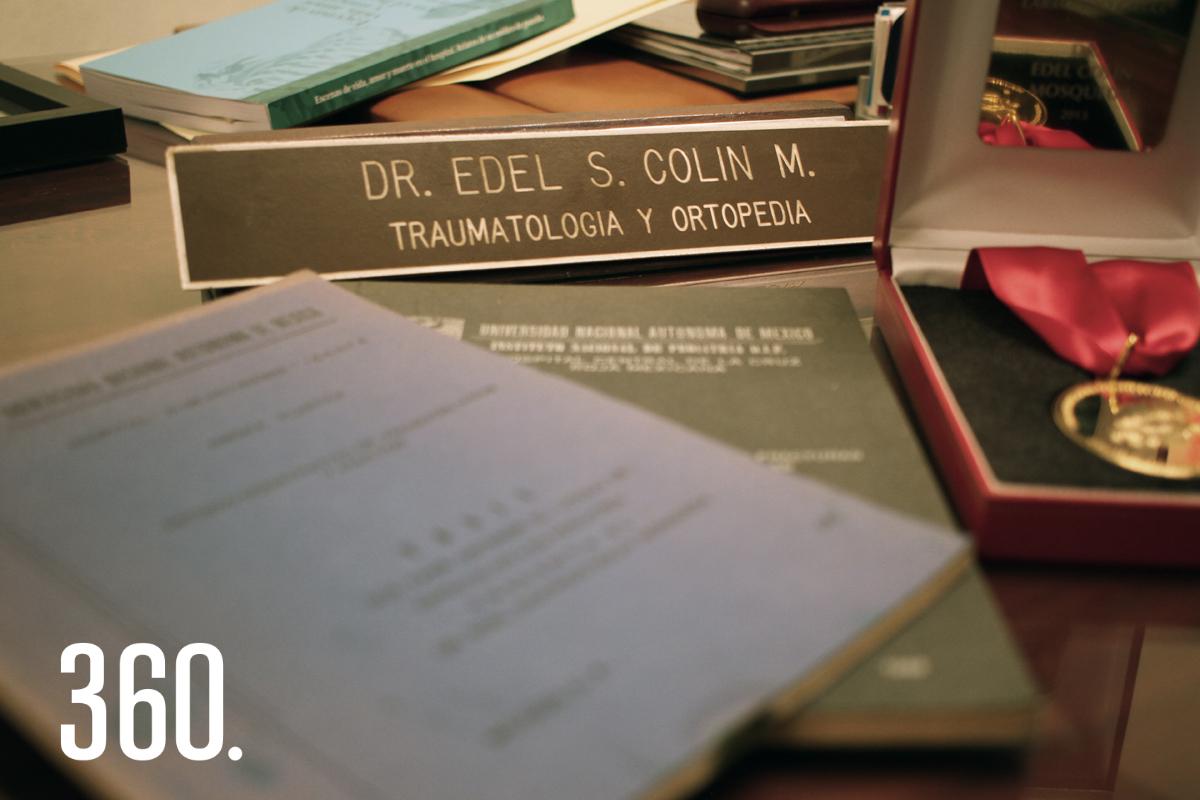 """El libro """"Escenas de vida, amor y muerte en el hospital. Relatos de un médico de guardia"""" recopila las anécdotas de trabajo a través de la adversidad del doctor Edel Sigfrido Colin Mosqueda."""